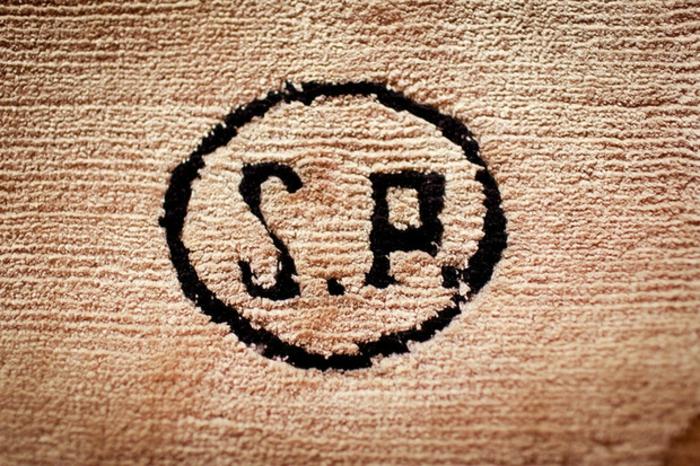 Wandteppich muster pünktchen Sabine de Gunzburg atelier wanddeko