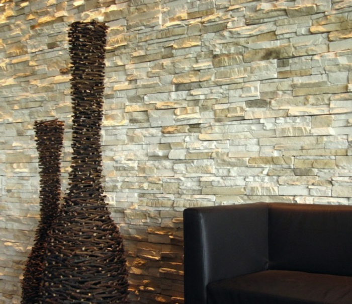 Wohnzimmerideen dekoartikel deko vasen steinwand wohnzimmer gestalten