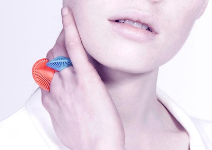 ausgefallener schmuck blau orange geometrisch modernes design