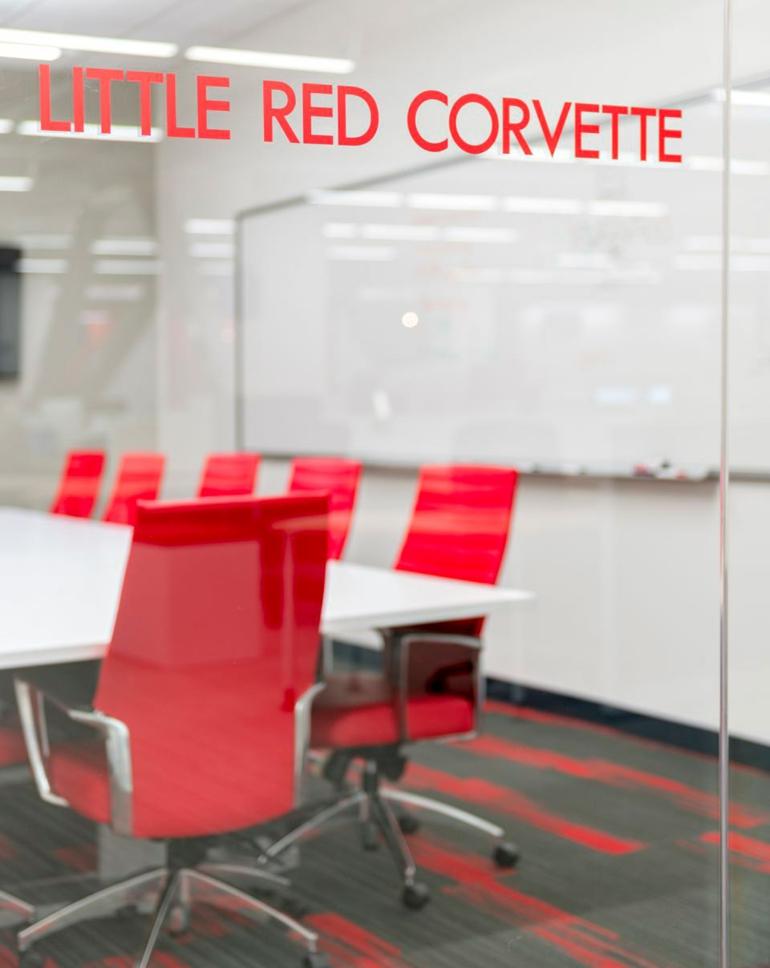comcast büro von design blitz moderne büroeinrichtung roter konferenzsaal