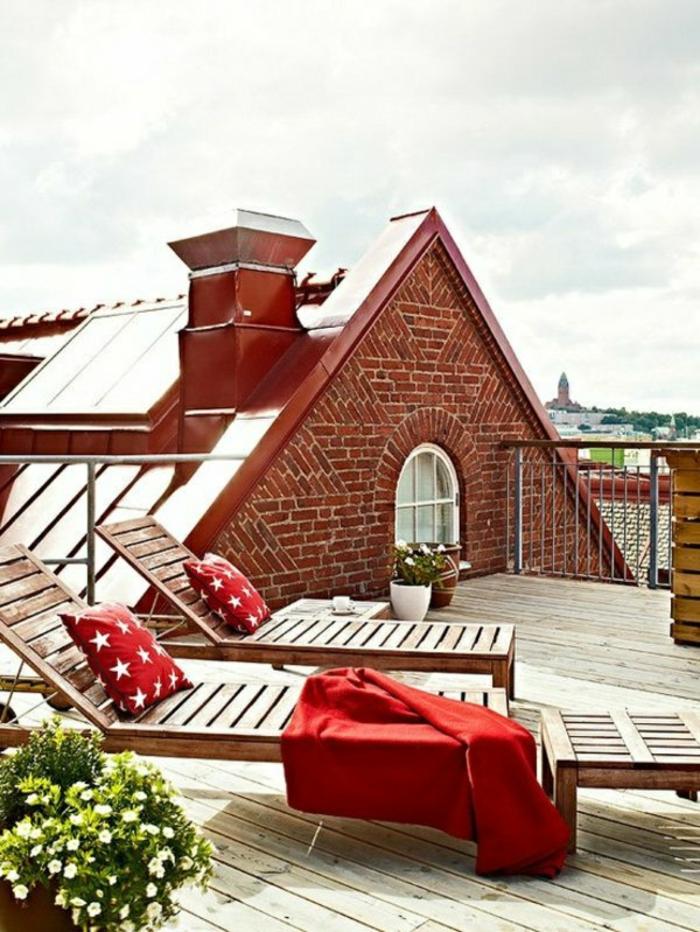 dachterrasse holzliegen rote akzente terrassen ideen