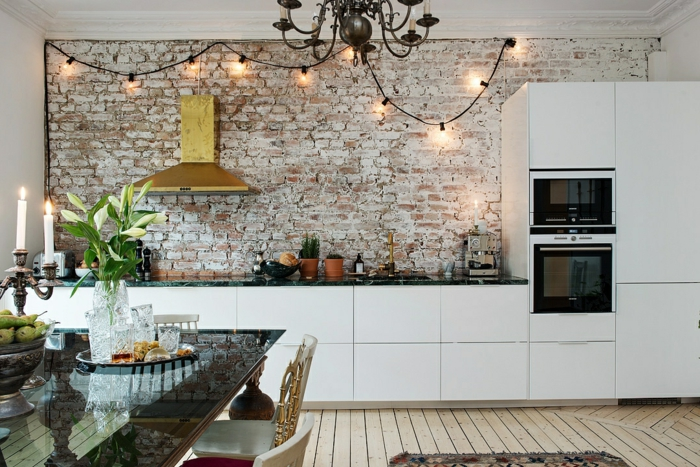 dekoideen blumen küche esstisch dekorieren ziegelwand