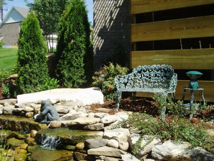 dekosteine garten coole gartenbank wasser pflanzen