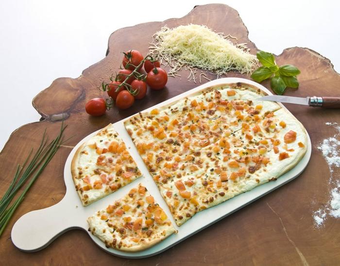 flammkuchen rezept gemüse tomaten geriebener käse basilikum