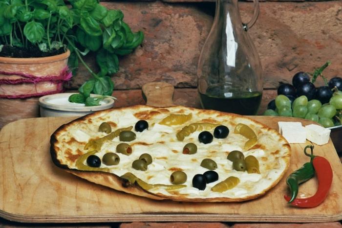 flammkuchen rezept oliven pepperoni feta käse mediterran