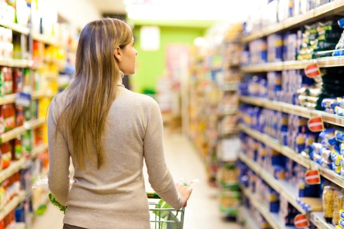günstig einkaufen supermarkt frau lifestyle gesund