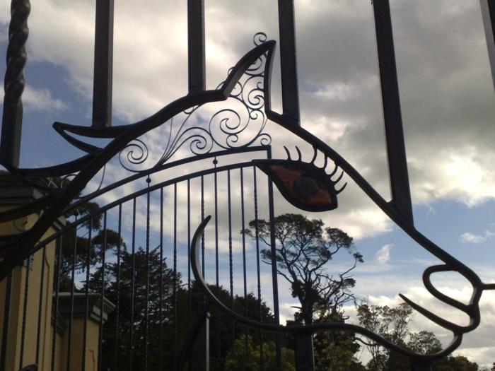 gartentor ausgefallen pferd gartenideen gartenzaun