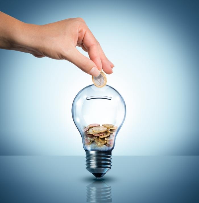 geld sparen im alltag glühbirne strom