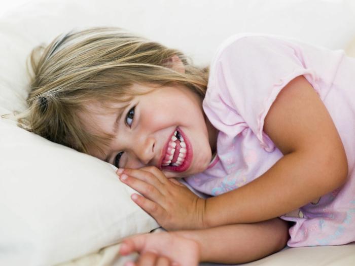 glückliches leben lachen kleines kind