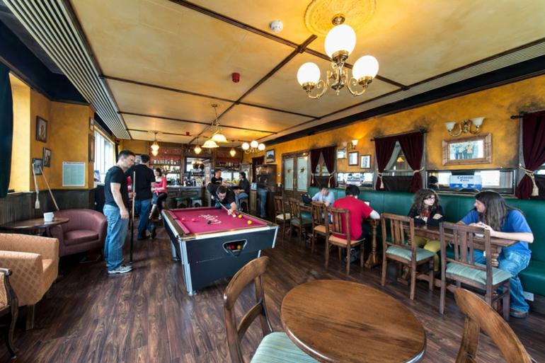 google campus dublin büroeinrichtung stress am arbeitsplatz irish pub