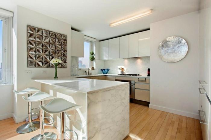 küche mit kochinsel marmor arbeitsplatte holzboden