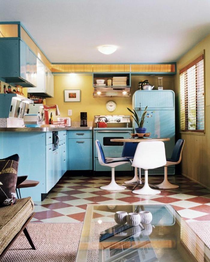 kücheneinrichtung hellblauer kühlschrank retro blaue küchenschränke