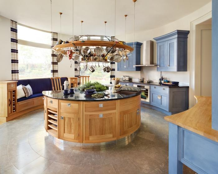 kücheninsel coole holztextur rund geschirr aufhängen sitzbank lange gardinen