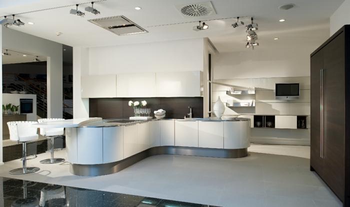 kücheninseln gebogen schick küchengestaltung weiß grau