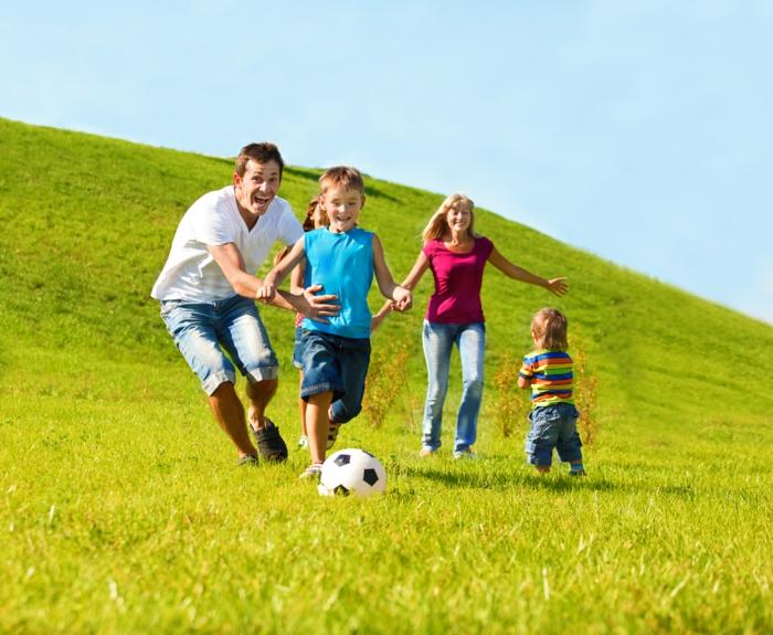 langeweile was tun kinder familie fussball spielen
