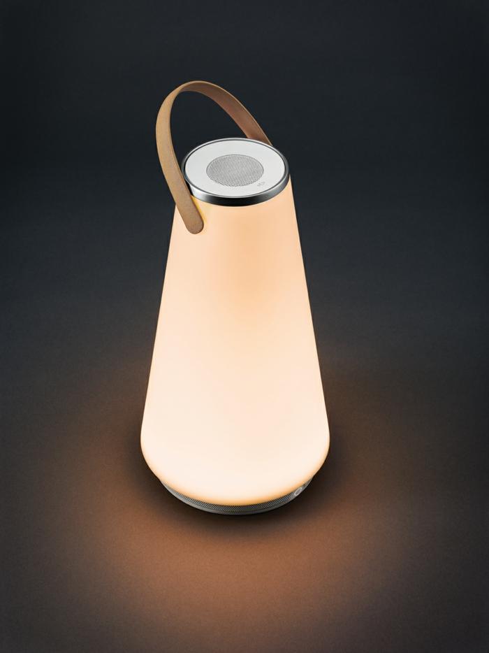 die uma led laterne warmes licht und zarte musik in einem. Black Bedroom Furniture Sets. Home Design Ideas