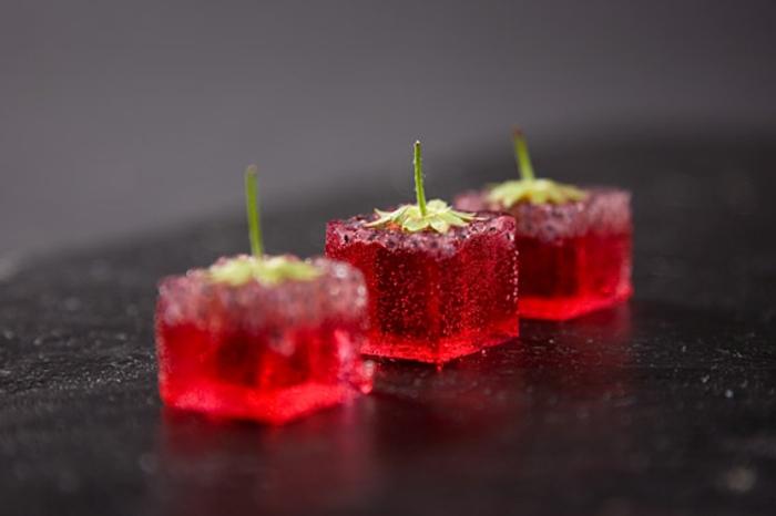 molekulare Küche rote erdebeeren