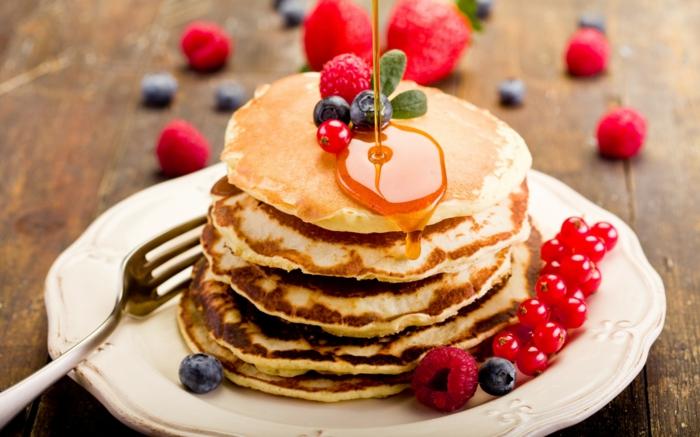 pfannkuchen rezept honig blaubeeren johannisbeeren frühstück