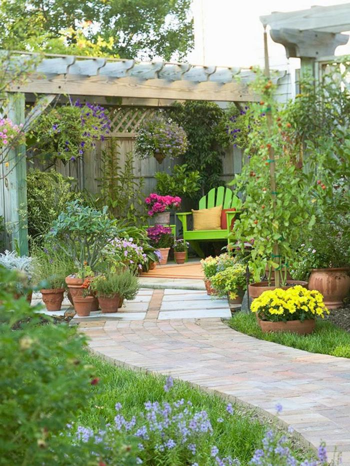 pflegeleichte gärten schöne grtenideen blumentöpfe grüner sessel