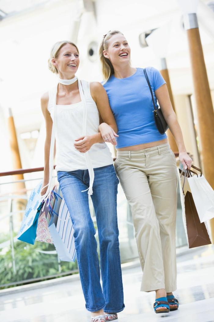positiv denken lernen freundinen shopping gehen spaziergang