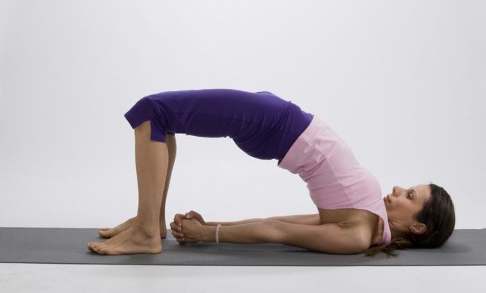 positiv denken lernen tipps sich bewegen joga trainieren