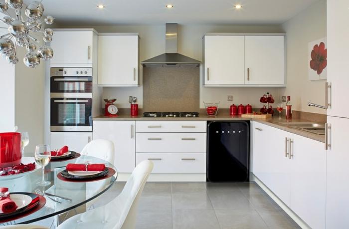 retro kühlschrank schwarz weiße küchenschränke gläserner esstisch