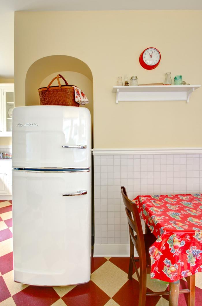 retro kühlschrank weiß küche einrichten farbiger boden