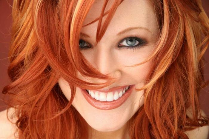 rote haare färben langhaarschnitte mit strähnchen