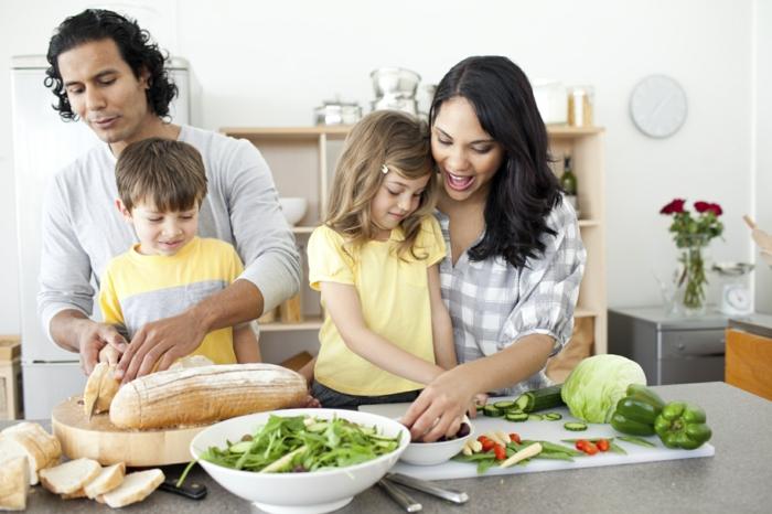 schöne haut familie essen zubereiten