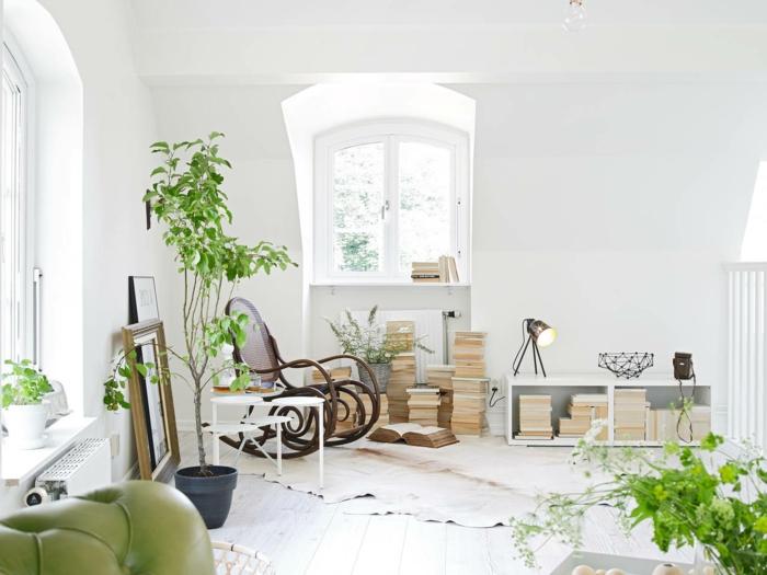 schaukelstuhl skandinavisch einrichten pflanzen fellteppich