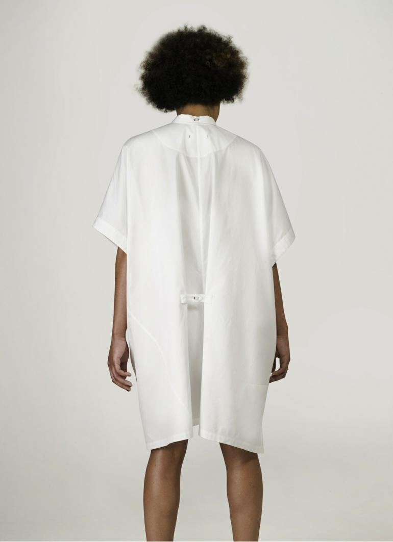 schuhe selbst designen Iga Węglińska oversize kleid rücken