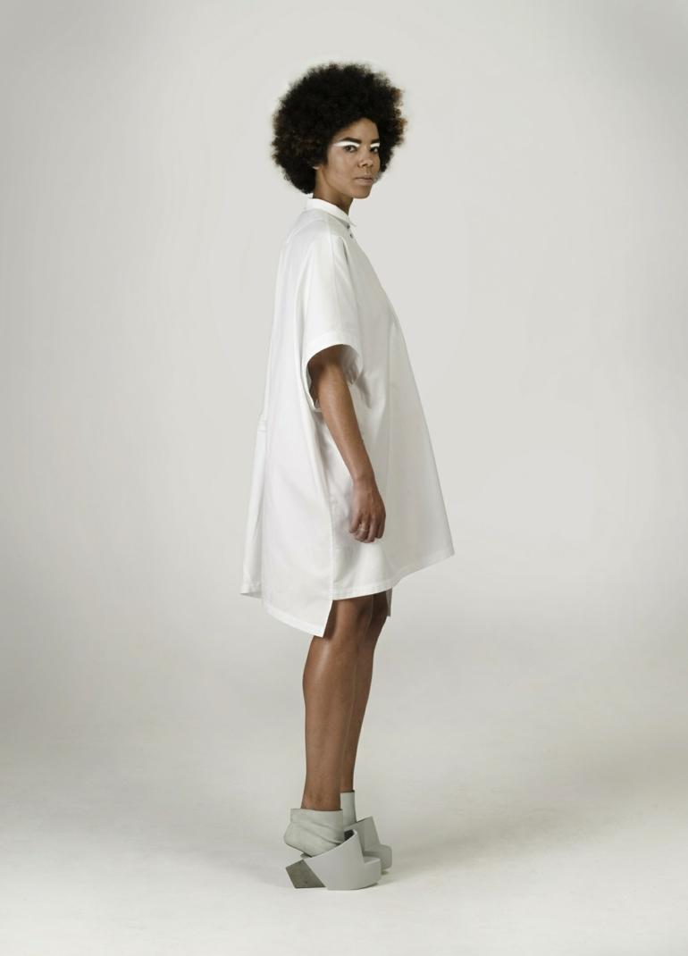 schuhe selbst designen Iga Węglińska oversize kleid seitenansicht