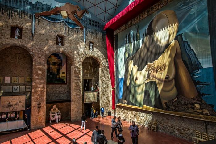 spanien sehenswürdigkeiten museo dali figueres surrealistische kunst