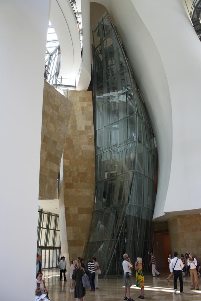 spaniespanien sehenswürdigkeiten museo guggenheim bilbao avantgardistisches interior
