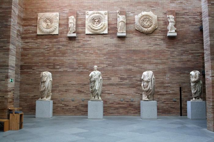 spanien sehenswürdigkeiten museo nacional de artes romano statuen