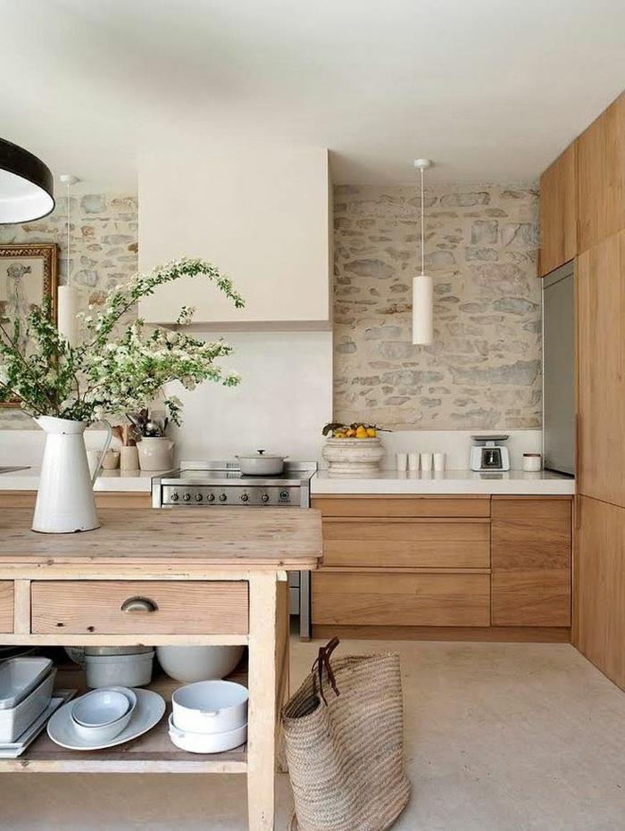 steinwand küche gestalten holztisch blumendeko