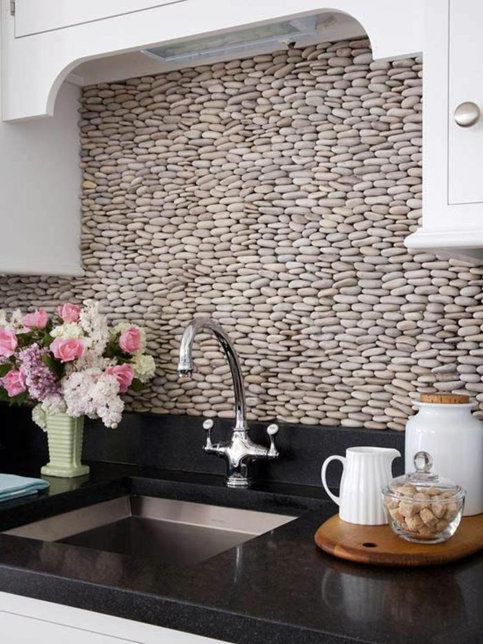 steinwand küche küchenrückwand blumen schöne wohnideen