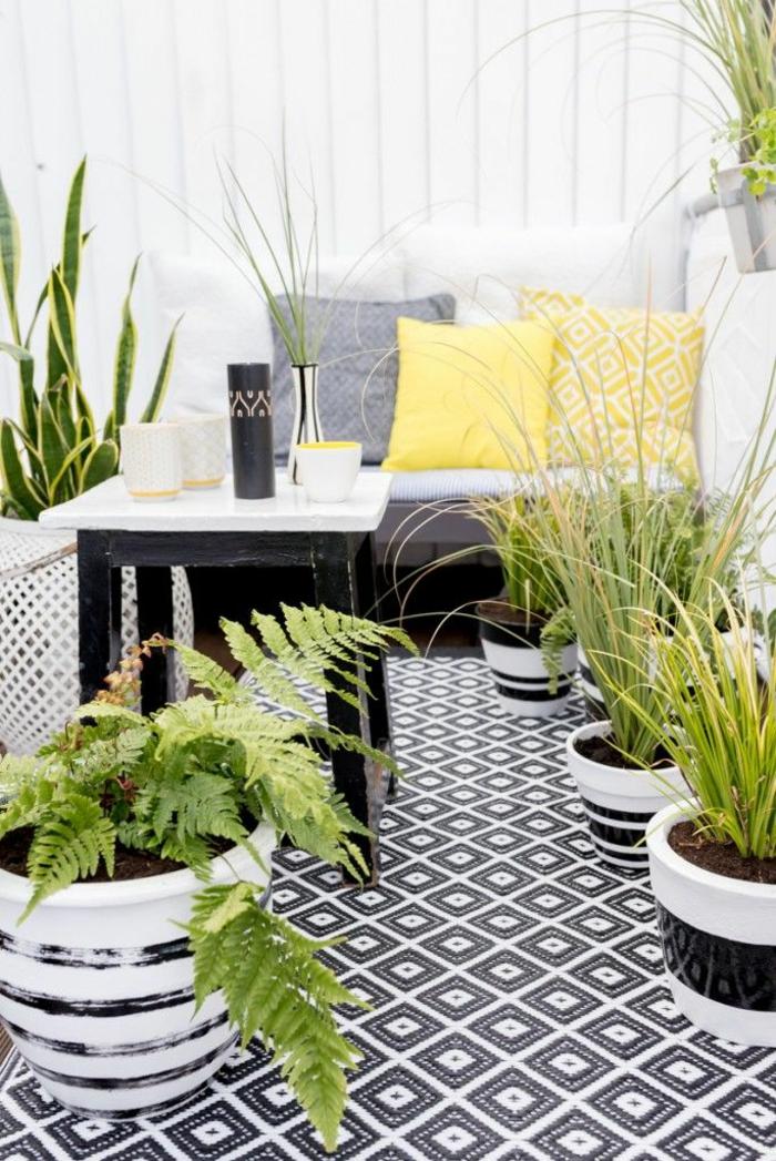 terrassenbepflanzung entspannungsecke balkonpflanzen grüne terrassengestaltung