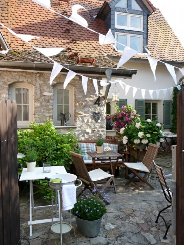 terrassenbepflanzung ideen möbel und balkonpflanzen grüne beispiele