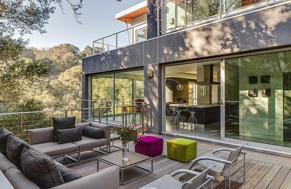 terrassengestaltung-beispiele-terrassendielen-schiebetüre-außenbereich-gestalten