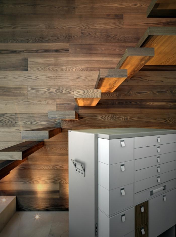 traumhaus holztextur wandverkleidung schwebende treppe