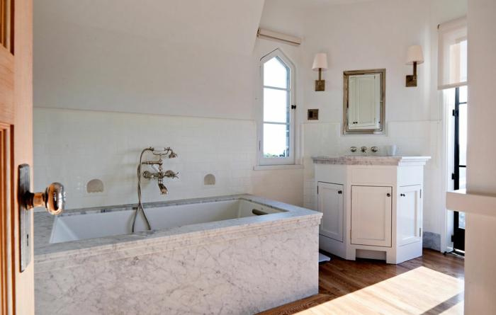 traumhaus moby badezimmer badewanne weiße wandfarbe
