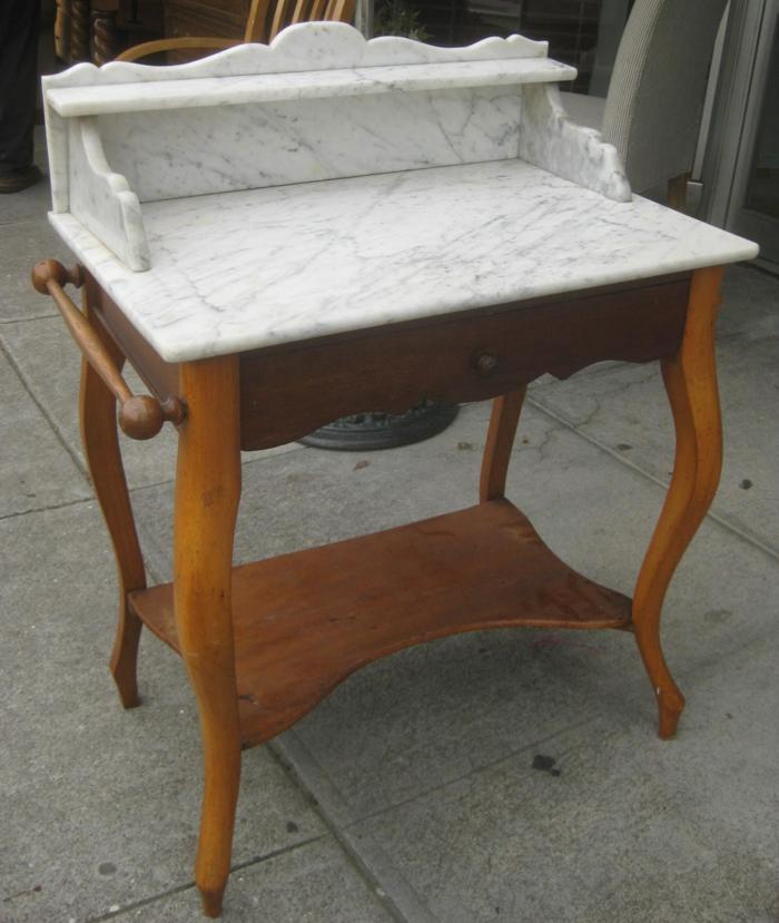 waschtisch holz badezimmer ideen antike möbel marmor und holz