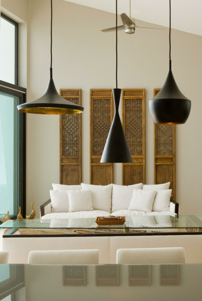 wohnzimmer beleuchten pendelleuchten weiße dekokissen