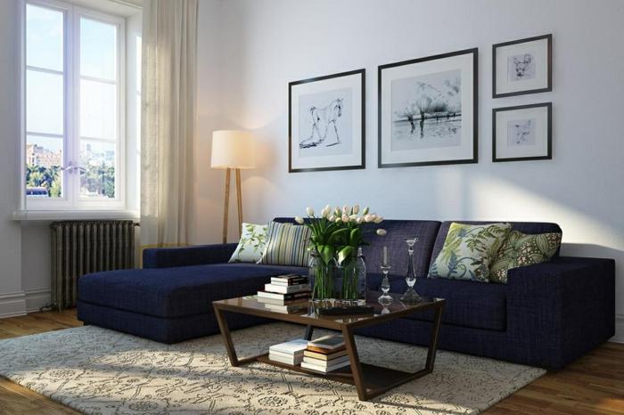 wohnzimmerbeleuchtung blaues ecksofa blumen stehlampe