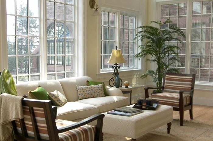 wohnzimmerbeleuchtung tischlampe dekokissen panoramafenster