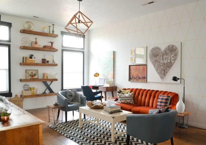 wohnzimmereinrichtung ideen teppich oranges sofa offene regale