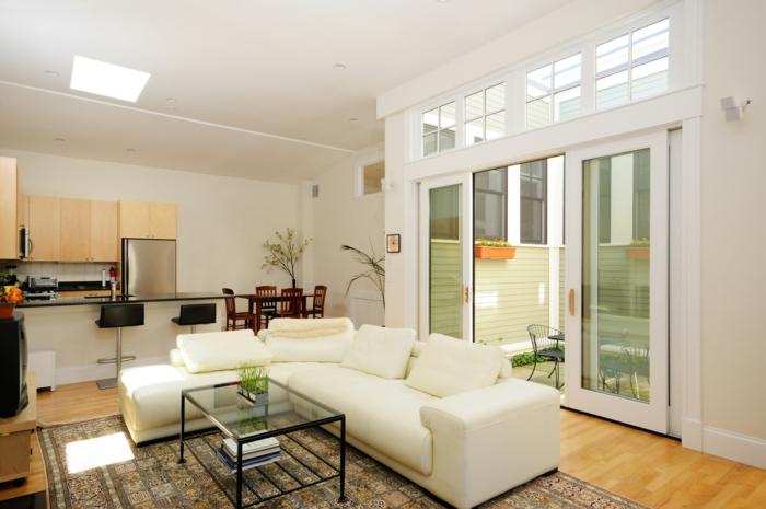 wohnzimmergestaltung weißes ecksofa pflanzen deckenbeleuchtung