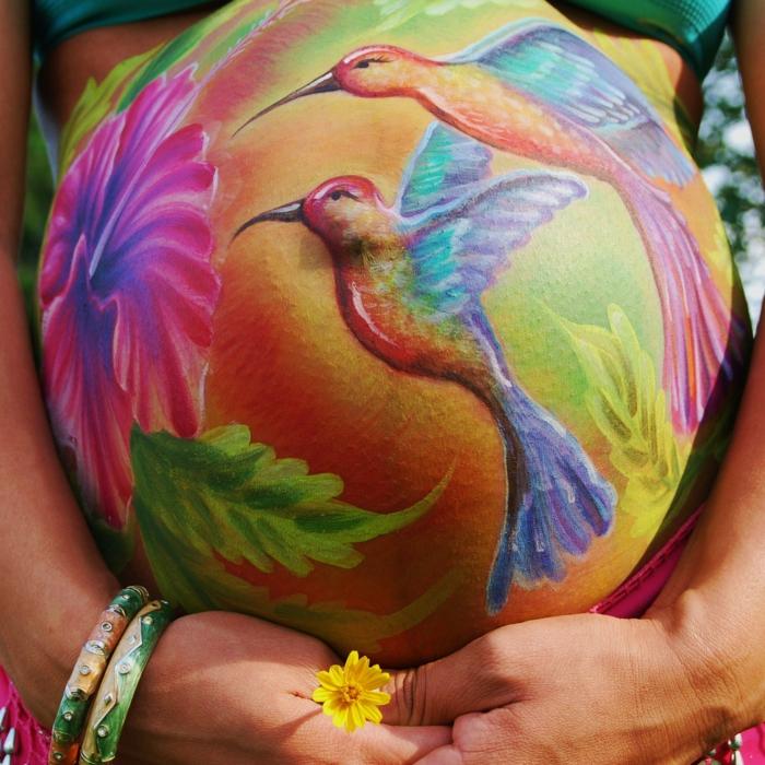 Babybauch Bemalung mit Kolibri