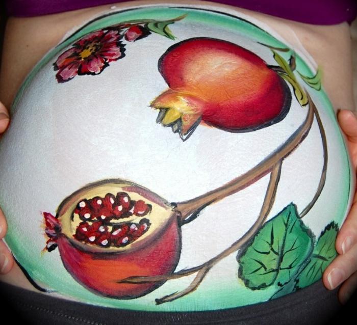 Babybauch Bemalung mit baum des grantaapfel